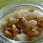 Crema densa di ricotta di capra, pere caramellate e noci